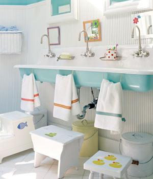 child+bathroom